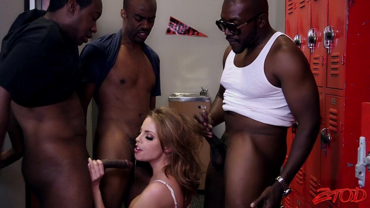 Reife Britney Amber Multitasking in interracial DP-Gangbang